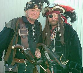 FlyBe Cockpit-Crew. Kapitän (rechts mit Augenbinde). CC-Foto von Jack Sparrows Fotograf. http://creativecommons.org/licenses/by-sa/3.0/de/